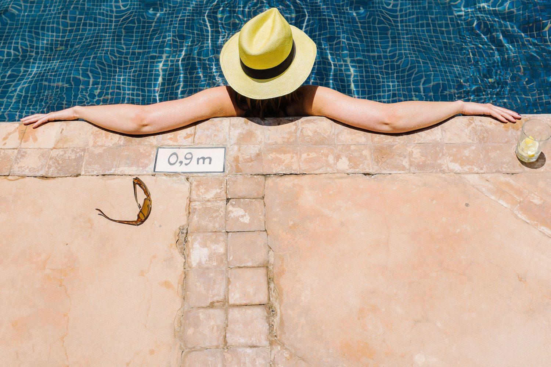 gurst enjoys swimming pool in marrakech