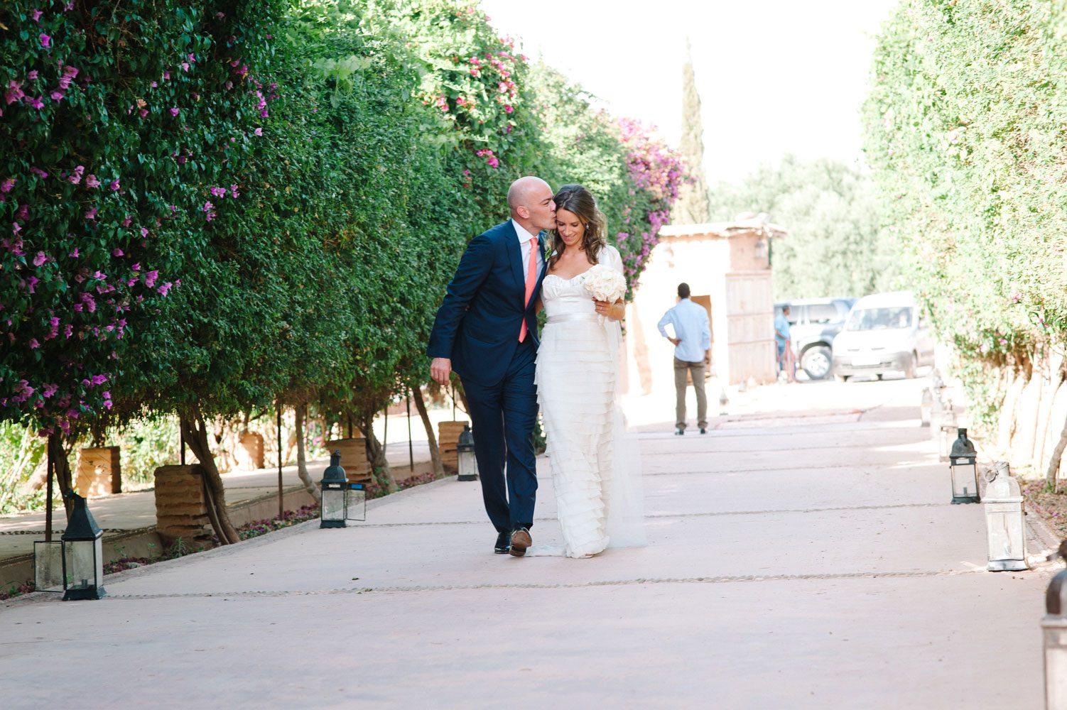 bride and groom arrive at beldi country club wedding