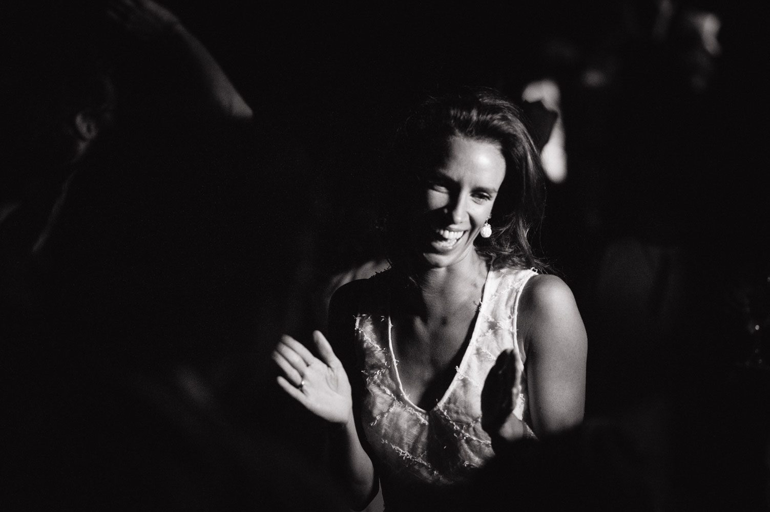 bride applauds at wedding in morocco