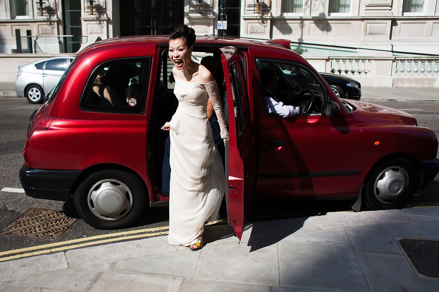 bride arrives in taxi