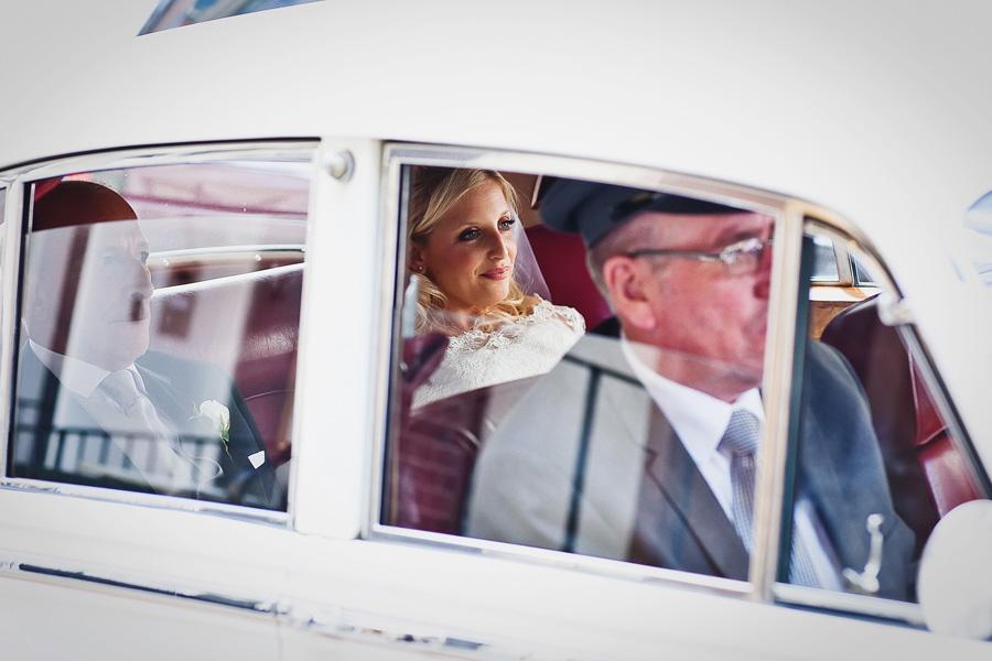 bride arrives london synagogue